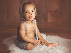 Photo bebe photographe bébé avec des accessoires