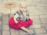 Photo exterieur Photo artistique d\'un bébé sur des pavés