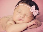 Photo nouveau-ne Photo professionnelle de bébé fille endormie