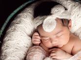 Photo nouveau-ne Photo de bébé dans un cocon textile