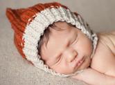 Photo nouveau-ne Photo de bébé dormant avec son bonnet