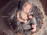 Photo nouveau-ne Photo de nourrisson dans son nid douillet