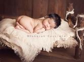 Photo nouveau-ne Photo vintage de bébé endormi sur un lit de conte