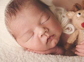Photo nouveau-ne photographe bébé orleans