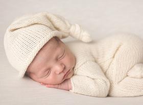 Photo nouveau-ne photographe bébé naturel
