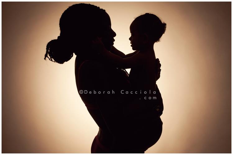 photo de femme enceinte avec son b b photo grossesse 10 11 2018. Black Bedroom Furniture Sets. Home Design Ideas