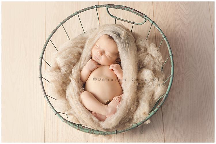 Photo Nouveau né Photo De Bébé Dormant Dans Une Corbeille