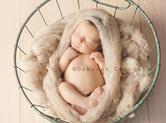 Photo nouveau-ne Photo de bébé dormant dans une corbeille