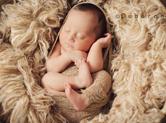 Photo nouveau-ne Photo de bébé dans une corbeille