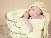 Photo nouveau-ne Photo de bébé dans une corbeille à linge