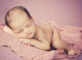Photo nouveau-ne Photo de nouveau-né endormi sur ses bras