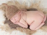Photo nouveau-ne Photo artistique de bébé dormant sur le ventre