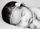 Photo nouveau-ne Photo noir et blanc de bébé apaisé