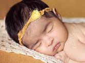 Photo nouveau-ne Belle photo de bébé dans les teintes jaunes