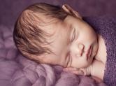Photo nouveau-ne photographe bébé avec accessoires