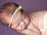 Photo nouveau-ne Photographe de bébé avec accessoires