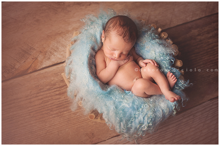 Photo Nouveau né Bébé Dans Une Corbeille