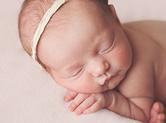 Photo nouveau-ne Photographe de bébé fille à orléans