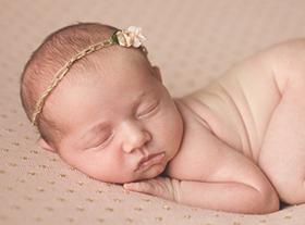 Photo nouveau-ne photographe maternité naissance orleans