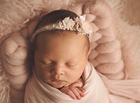 Photo nouveau-ne photographe de bébé dans le loiret