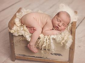 Photo nouveau-ne photographe naissance maternité orleans